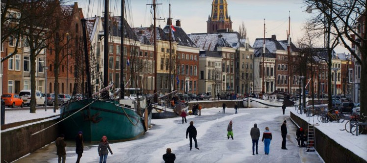 groningen-netherlands-urban-planning-canal-winter-college